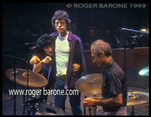 Mick Jagger holds Ronnie Wood in headlock