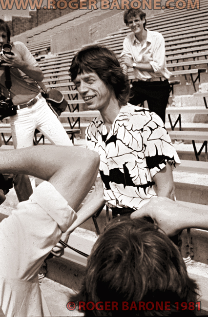 mick jagger drinks a Coke Cola while posing for the press at JFK Stadium press conference. © ROGER BARONE 1981