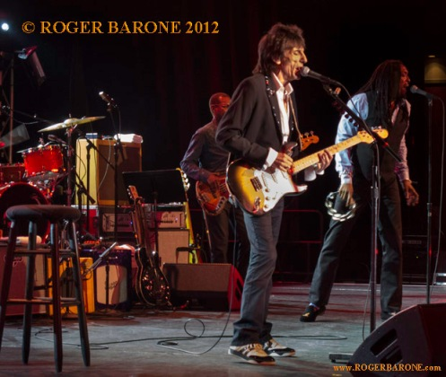 ronnie wood on stage at Golden Nugget in Atlantic City (4/21/12) photo by roger barone