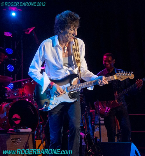 ronnie wood playing fender stratocaster in Atlantic City, April 21, 2012, photo by roger barone