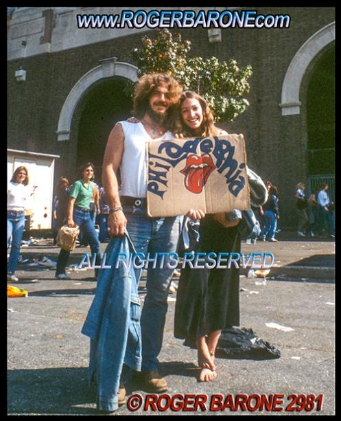 Rolling Stones' fans wait outside JFK Stadium before cocnert. (925/81) photo: roger barone