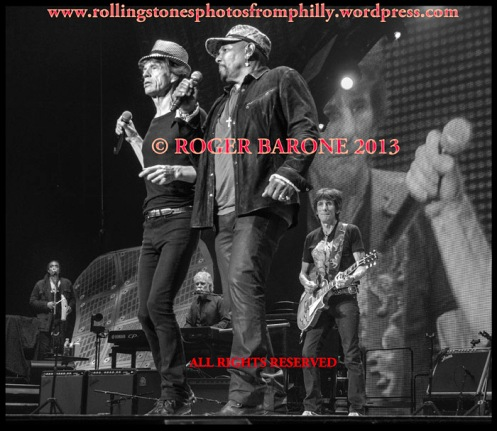 Mick Jagger Aaron Neville Under the Boardwalk in Philly june 21, 2013 photo by roger barone