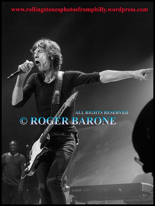 Mick Jagger playing black Fender Stratocaster at Philly Wells Fargo Center, june 21, 2013, photo by roger barone