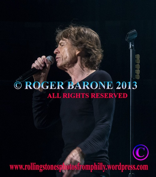 "Mick Jagger singing ""Satisfaction"" in Philadelphia, june 21, 2013 © roger barone"