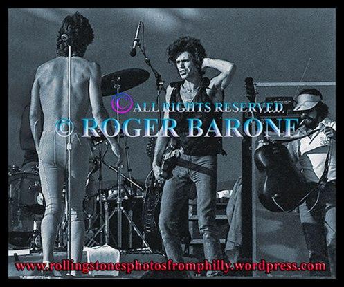 Keith Richards fluffing hair as Mick Jagger changes guitars: rolling stones jfk stadium, september 26, 1981, © Roger Barone
